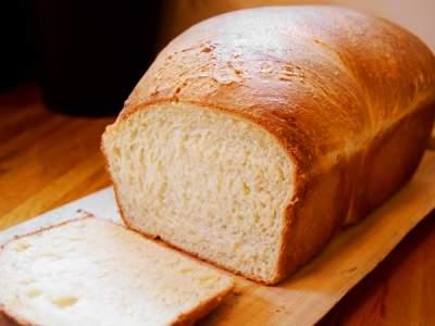 Медики объяснили опасность свежего хлеба для здоровья