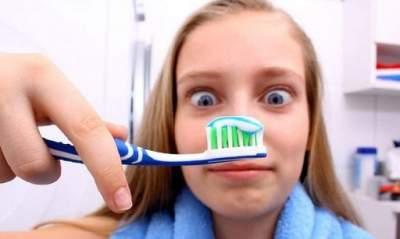 Названы вредные компоненты зубной пасты