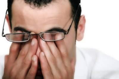 Боль в глазах: врачи назвали причины
