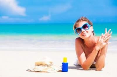 Эксперты дали неочевидный совет по нанесению солнцезащитного крема