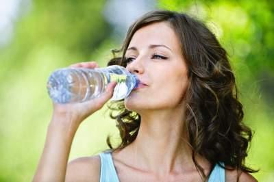 Названы напитки, способные утолить жажду