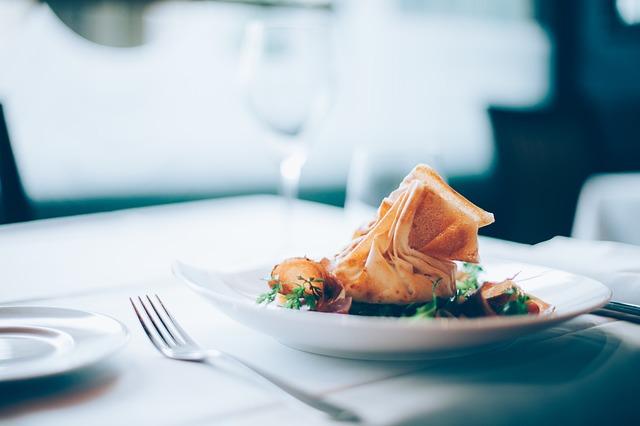 Почему стоит обедать на работе