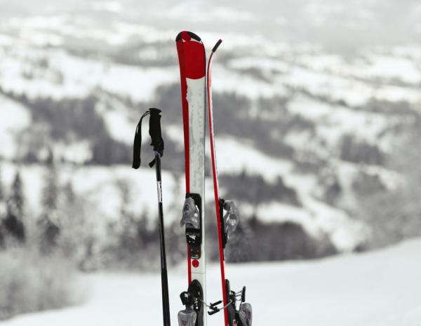 Выгодный прокат лыж и сноубордов в Красной Поляне